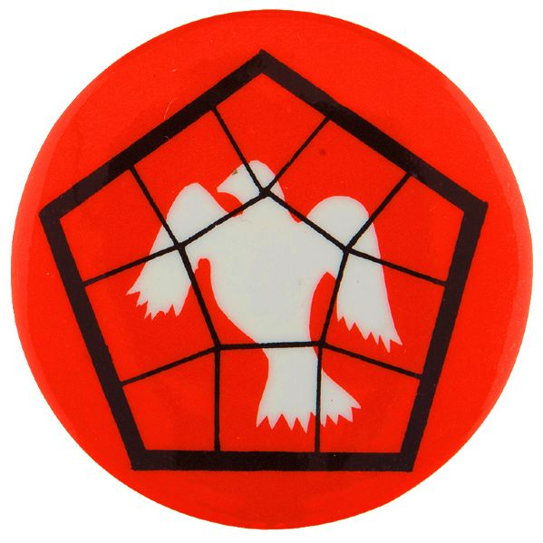 PEACE DOVE IN PENTAGON NET ISSUED FOR OCT. 21-23, 1967 MARCH ON PENTAGON ANTI VIETNAM WAR BUTTON.