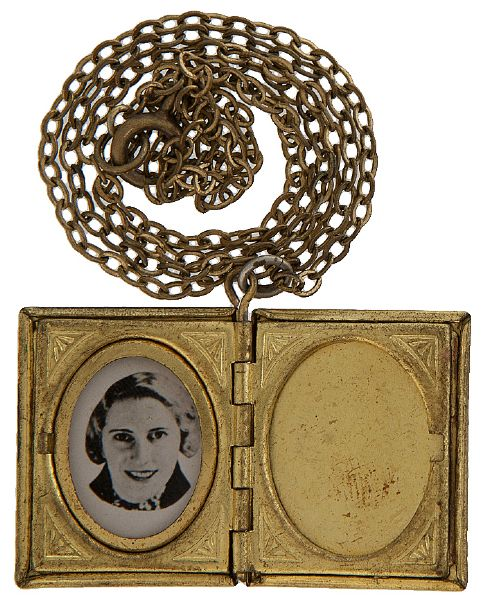 """NEW YORK WORLD'S FAIR 1939"" DOUBLE PHOTO LOCKET PENDANT."