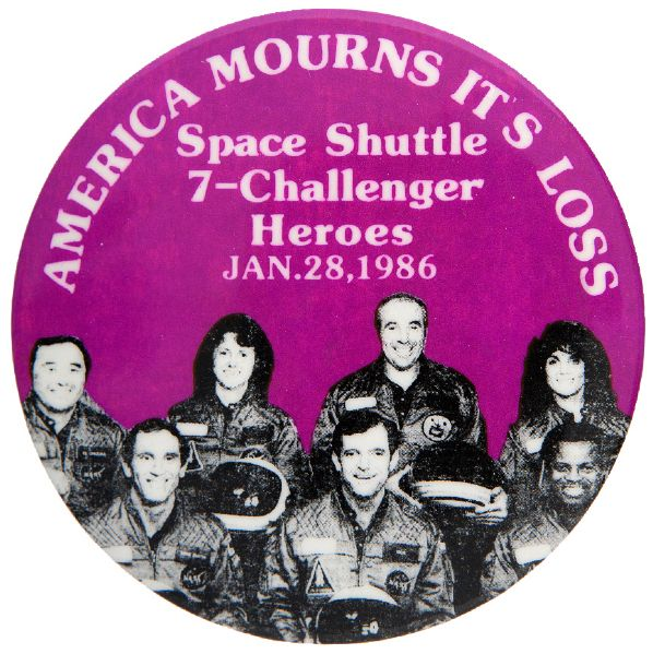 """AMERICA MOURNS ITS LOSS / SPACE SHUTTLE 7-CHALLENGER HEROES / JAN. 28, 1986"" BUTTON."