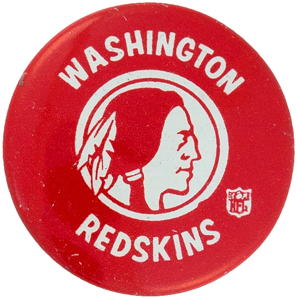 WASHINGTON REDSKINS FROM 1960s FOOTBALL TEAM SET LITHO BUTTON.